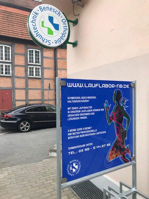 Werbetafel-Lauflabor-Neubrandenburg Wießmann AWART